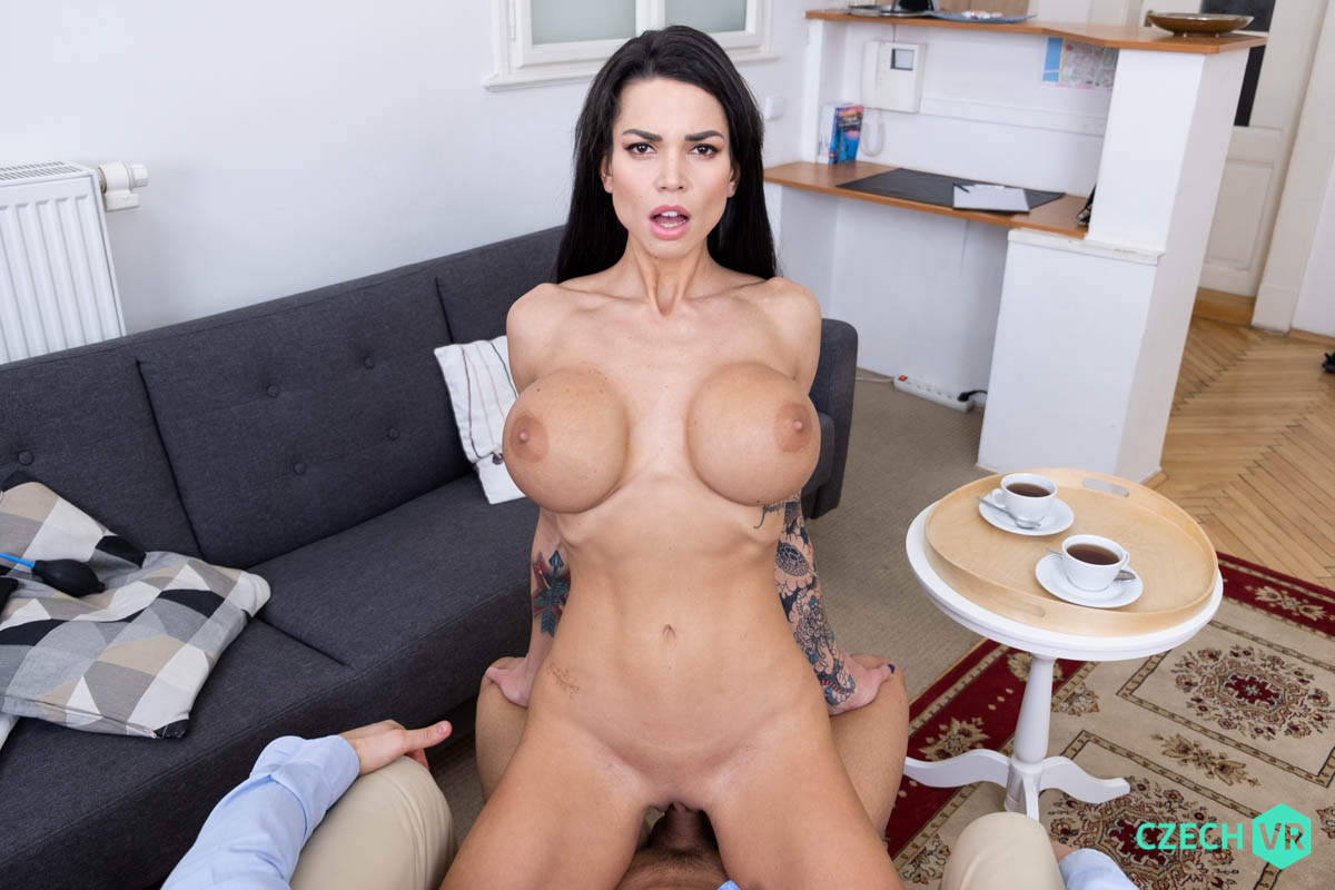 Chloe Lamour VRPorn