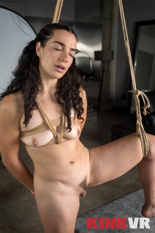 Lina Strong VRPorn