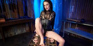 Dana Spit, Mistress Blunt VRPorn
